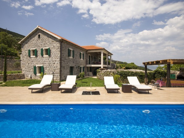 Villa with pool in Montenegro