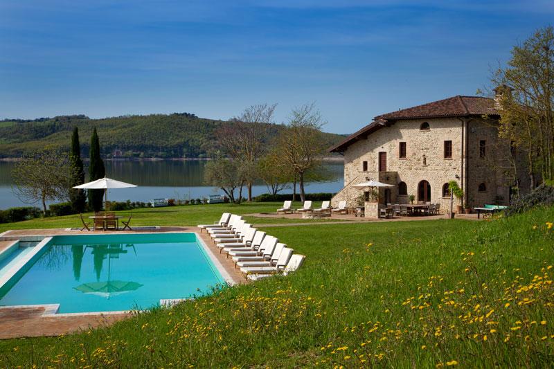 Luxury lakeside villa in Italy